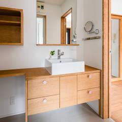 葛飾の改修: コバルトデザイン一級建築士事務所が手掛けた浴室です。