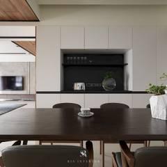 悠.繞  Leisure.Round:  廚房 by 理絲室內設計有限公司 Ris Interior Design Co., Ltd.