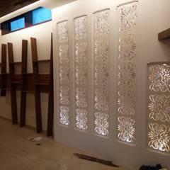 Interiors:  Corridor & hallway by SHUFFLE DESIZN,