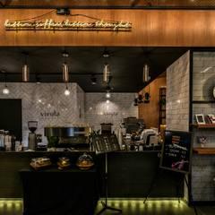카페인테리어 Vieola coffee: im100 communications의  복도 & 현관,인더스트리얼