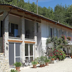 Aanbouw woning Italië:  Huizen door TEKTON architekten