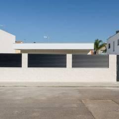 Vivienda unifamiliar en la Eliana: Casas prefabricadas de estilo  de Esther Vidal. Arquitectura, paisaje y diseño