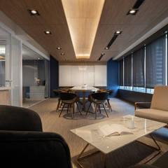 ห้องทำงาน/อ่านหนังสือ by 伊歐室內裝修設計有限公司