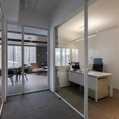 Phòng học/Văn phòng by 伊歐室內裝修設計有限公司
