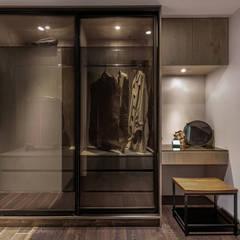 Projekty,  Garderoba zaprojektowane przez 逸硯空間設計有限公司