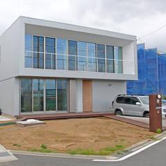 開成 オープンバスルームの家: ミナトデザイン1級建築士事務所が手掛けた一戸建て住宅です。