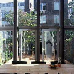 Dijkvilla - Rotterdam:  Eetkamer door jvantspijker & partners