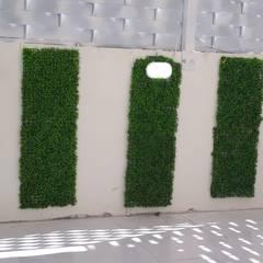 Jardines frontales de estilo  por تنسيق الحدائق