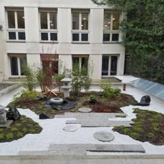 jardin de thé paris: Terrasse de style  par JARDIN JAPONAIS, Asiatique