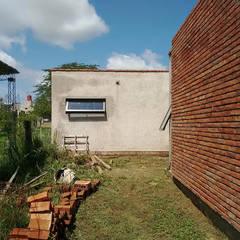 منزل عائلي صغير تنفيذ 1.61 Arquitectos