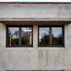 در و پنجره by 1.61 Arquitectos