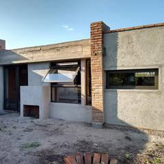 Diseño y Construcción de casa en Valle Anisacate por 1.61 Arquitectos: Casas unifamiliares de estilo  por 1.61 Arquitectos,Rústico