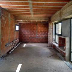 Diseño y Construcción de casa en Valle Anisacate por 1.61 Arquitectos Salones rústicos rústicos de 1.61 Arquitectos Rústico