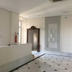 Palácio da Cultura Sônia Cabral - RETROFIT Corredores, halls e escadas clássicos por Carlos Eduardo de Lacerda Arquitetura e Planejamento Clássico