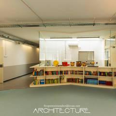 Ampliacion y Reforma de Escuela Británica de Barcelona: Electrónica de estilo  de FPM Arquitectura