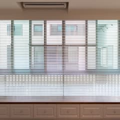 Shutters by 松泰室內裝修設計工程有限公司, Country Solid Wood Multicolored