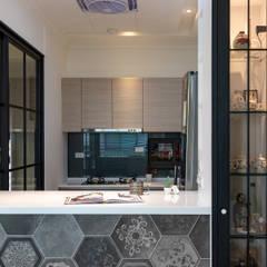 Muebles de cocinas de estilo  por 松泰室內裝修設計工程有限公司