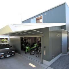 伊勢原 ガレージハウス: ミナトデザイン1級建築士事務所が手掛けた一戸建て住宅です。