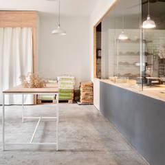Zona de venta y atención al cliente: Locales gastronómicos de estilo  de nowheresoon