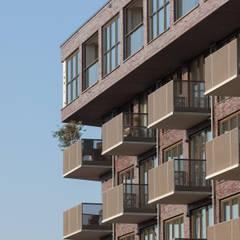 Seniorenwoningen Oostpoort:  Balkon door TEKTON architekten