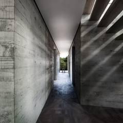Creek House:  Corridor & hallway by AR Design Studio