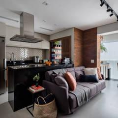 AP PM BROOKLIN: Salas de estar  por Mirá Arquitetura