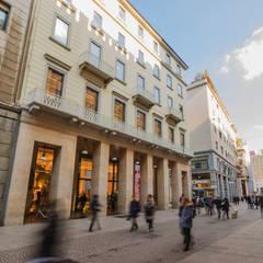 ZARA Corso Vittorio Emanuele, Milano: Negozi & Locali commerciali in stile  di Decor Group