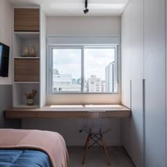 Apartamento Moderno, Clean, Contemporaneo e Funcional de Jovem Casal: Quartos pequenos   por Mirá Arquitetura,Moderno MDF