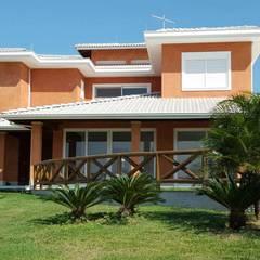 Casas unifamiliares de estilo  por Carlos Eduardo de Lacerda Arquitetura e Planejamento , Clásico