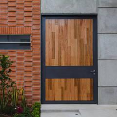 Входные двери в . Автор – Arturo Santander Arquitectos,