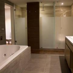 Casa Habitación Mar del Frío: Baños de estilo  por AM MAS ARQUITECTOS
