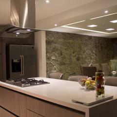 Petites cuisines de style  par AM MAS ARQUITECTOS ,
