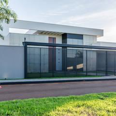 Casas unifamiliares de estilo  por Leda Maria Arquitetura