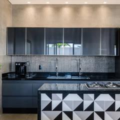 Kitchen units by Leda Maria Arquitetura
