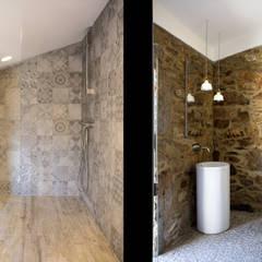 : Banheiros  por AR Studio Architects