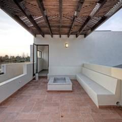 Casa Onix en San Miguel de Allende: Terrazas de estilo  por VillaSi Construcciones