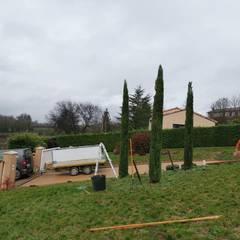 Taille de haie et cyprès de provence: Jardin de style  par Mendez Paysages, Moderne