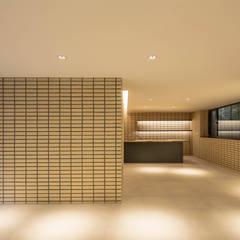 구기동 3대가 사는 집: 서가 건축사사무소의  와인 보관,모던 벽돌