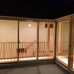 やわらかな光の入る家: 株式会社高野設計工房が手掛けた廊下 & 玄関です。