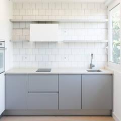 Projeto de Arquitetura: Cozinhas embutidas  por Commerzn - Boutique Property Developer