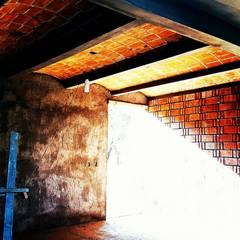 Casa Escondida: Salas de estilo  por Vintark arquitectura , Mediterráneo