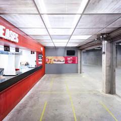 Beira Rio Corredores, halls e escadas industriais por 0E1 Arquitetos Industrial