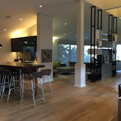 House in Zimbali:  Kitchen by John Smillie Architects