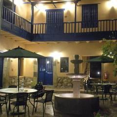 Hotel Tierra Viva: Balcón de estilo  por Rodrigo León Palma