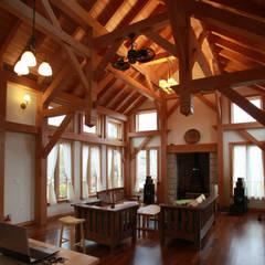 화순 튜더하우스 거실 2: Barnhouse의  거실