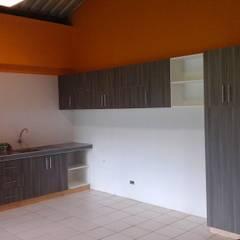 Cocina Ferreyros : Muebles de cocinas de estilo  por ARDI Arquitectura y servicios