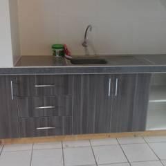 Cocina Ferreyros : Muebles de cocinas de estilo  por ARDI Arquitectura y servicios,