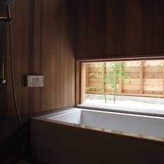 浴室 バスコート: 株式会社高野設計工房が手掛けた浴室です。