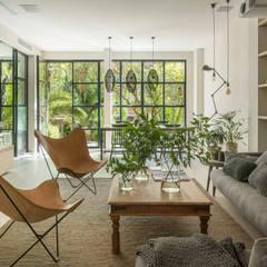 Phòng khách by The Room Studio