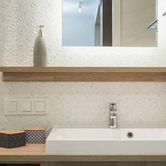 ŚNIADANIE NA MOKOTOWIE: styl , w kategorii Łazienka zaprojektowany przez KODO projekty i realizacje wnętrz